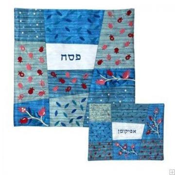 """תמונה של סט כיסוי מצה ואפיקומן ממשי רקום """"רימונים ועלים"""" (כחול) - יאיר עמנואל"""