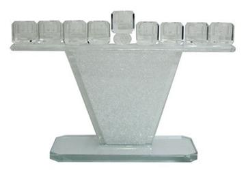 """תמונה של חנוכיה מהודרת מקריסטל עם שבבי זכוכית """"טרפז"""""""