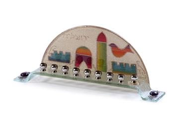 """תמונה של חנוכיה מזכוכית קשת """"ירושלים"""" - לילי אומנות"""