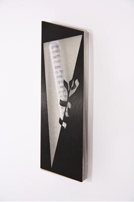 תמונה של בית מזוזה מלבני מאלומיניום בחיתוך לייזר (שחור) - קיסריה ארט