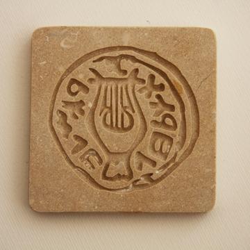 """תמונה של משקולת נייר מאבן ירושלמית """"נבל"""" - קיסריה ארט"""