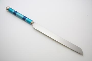 תמונה של סכין לחלה (כחול) - קיסריה ארט
