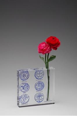"""תמונה של אגרטל מקריסטל """"מטבעות"""" (כחול) - קיסריה ארט"""
