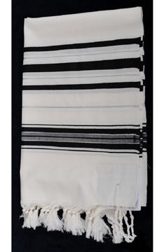 תמונה של טלית גדולה מצמר (שחור וכסף)