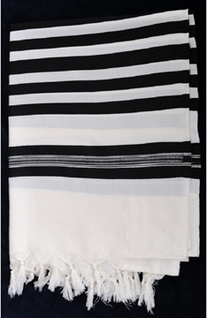 """תמונה של טלית מפוארת מצמר """"מלכות"""" (שחור)"""