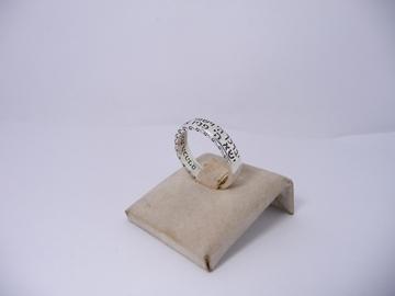 """תמונה של טבעת כסף דקה עם הכיתוב """"יברכך ה' ושימרך"""""""