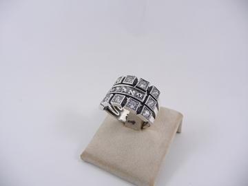 תמונה של טבעת כסף עם שיבוצי זירקון והצירוף א.ל.ד