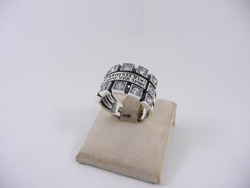"""תמונה של טבעת כסף עם שיבוצי זירקון והכיתוב """"אנא בכוח"""""""