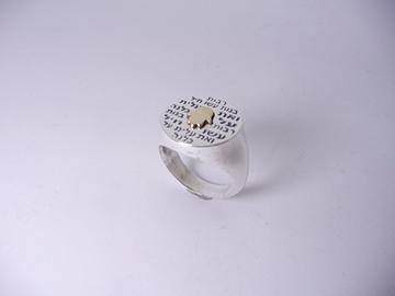 תמונה של טבעת כסף רבות בנות עם חמסה מזהב באמצע
