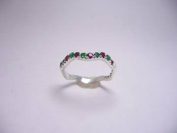 תמונה של טבעת כסף גלית רובי ואמרלד