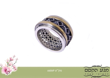 תמונה של טבעת מסתובבת 2 פסי זהב שיבוץ מעויינים